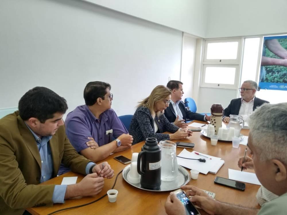Edson e Alessandra Vieira debatem com secretário situação do matadouro e construção de uma unidade regional