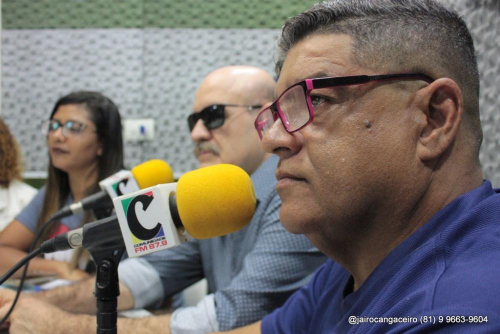 Emocionado, Marcondes Moreno deixa direção do 'Olhando de Frente'