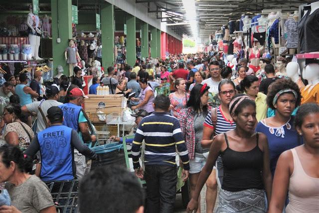 No auge da temporada junina, clientes vão ao Moda Center em busca de comprar para revender
