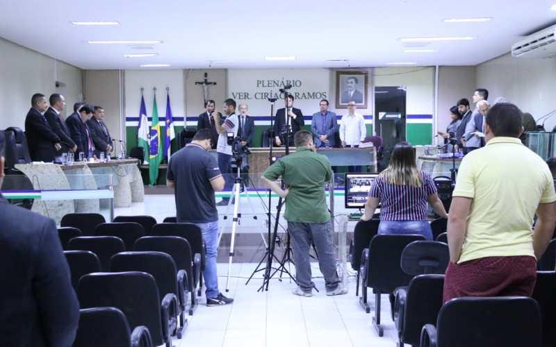 Prevenção ao suicídio, regulamentação da Feira da Produção Familiar e criação do Hospital Veterinário Público são temas de projetos aprovados na Câmara de Santa Cruz