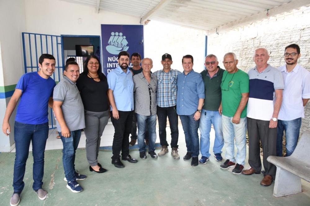 Caravana da Limpeza chega ao Malhada do Meio e Edson Vieira vistoria terreno para nova escola e uma creche em Santa Cruz do Capibaribe