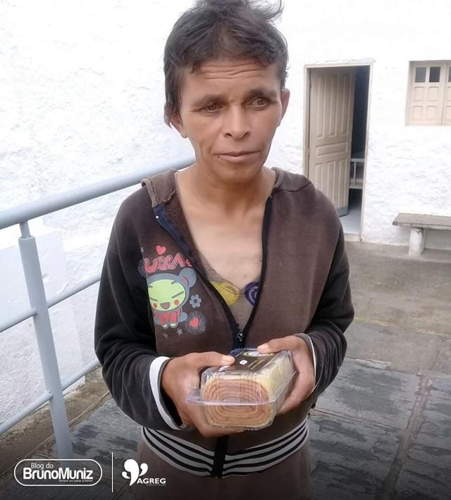 Ester recebe alta de clínica de reabilitação