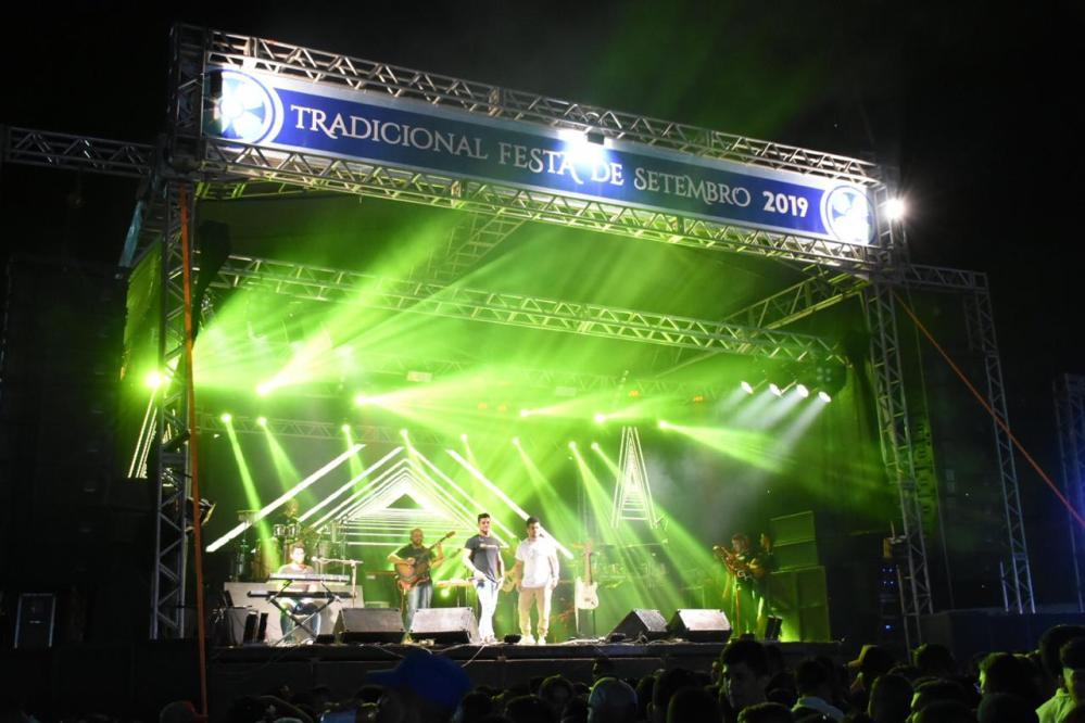 Tradicional Festa de Setembro é encerrada em Santa Cruz do Capibaribe com show católico