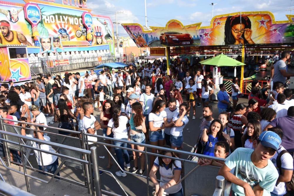 Estudantes da rede pública de ensino ganham tarde de diversão em Santa Cruz do Capibaribe