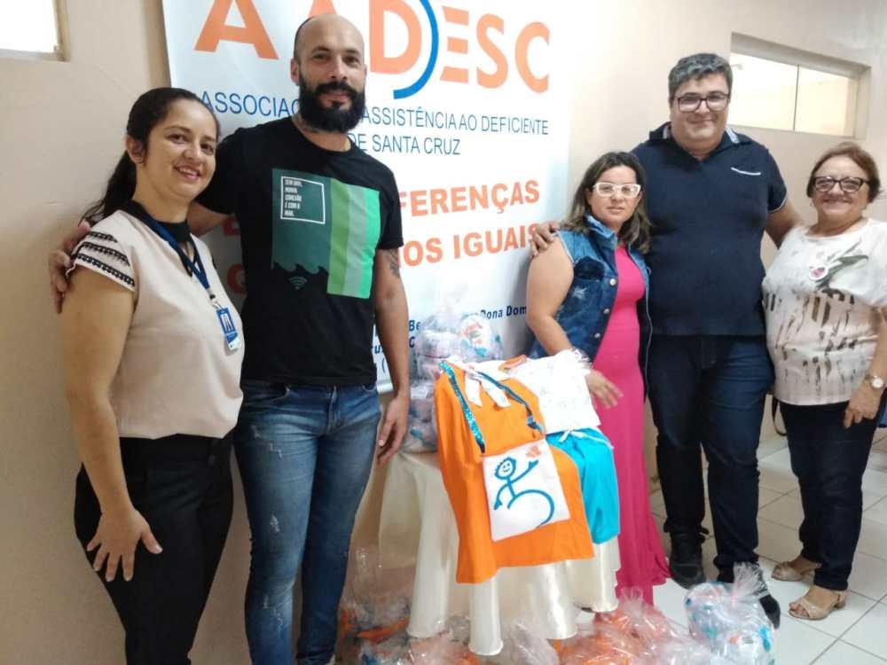 """Estudantes de Design de Moda da Unicesumar beneficiam a AADESC com o projeto """"Fashion é Ser Solidário"""""""