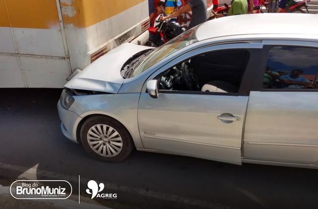 Três veículos se envolvem em acidente no centro de Santa Cruz do Capibaribe