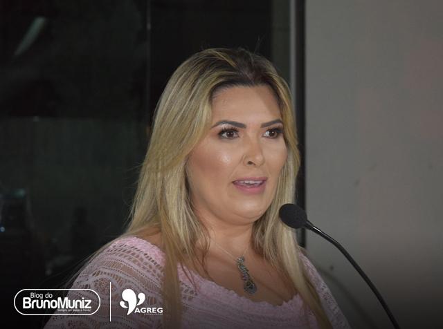 Carol Abelha realiza palestra em Santa Cruz do Capibaribe