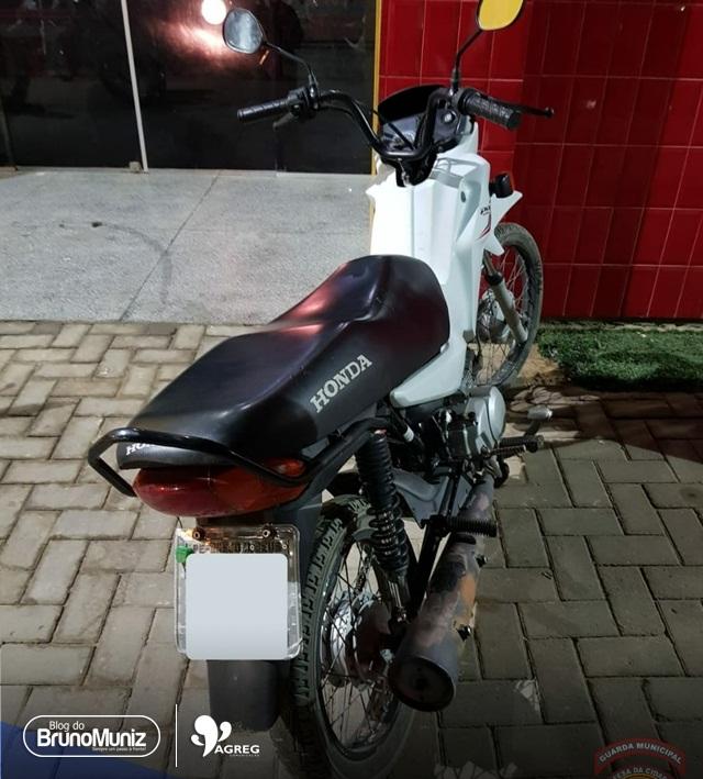 Moto furtada é recuperada pela Guarda Municipal, em Santa Cruz do Capibaribe