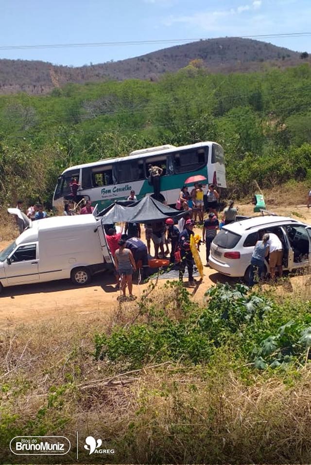 Ônibus se envolve em acidente na BR-104, em Taquaritinga do Norte