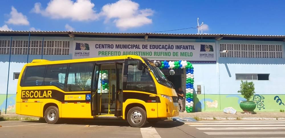 Edson Vieira conquista ônibus escolar para Santa Cruz do Capibaribe