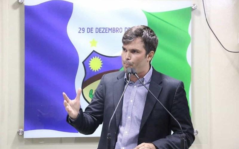 Helinho Aragão mantém silêncio, mas dá indícios de que deve atender a chamado de Diogo Moraes