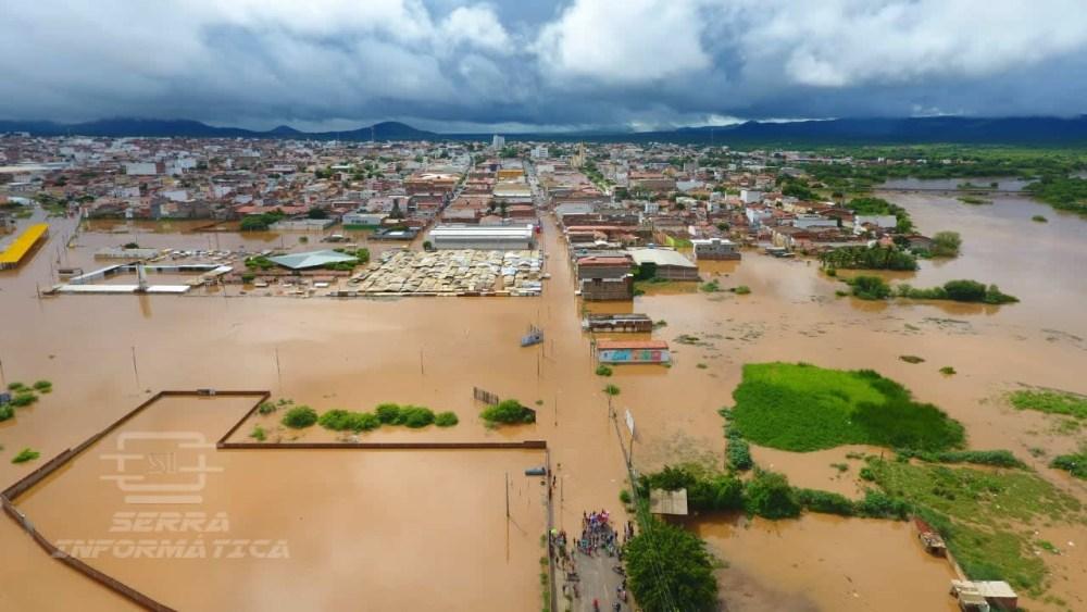 Chuvas no sertão e agreste fazem transbordar 16 barragens em PE e ameaçam outras seis