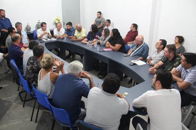 Prefeitura e entidades decidem pela continuidade das feiras no Moda Center e Calçadão
