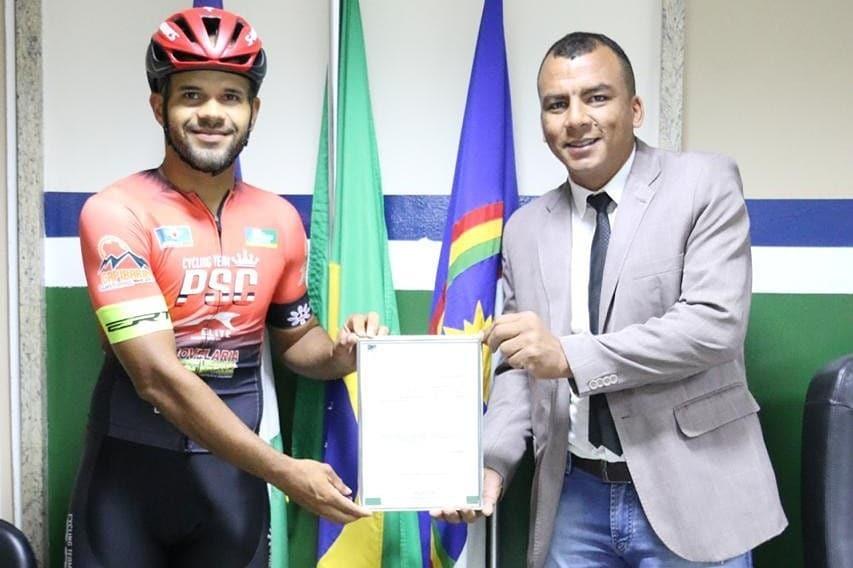 Atleta santa-cruzense Pedro Paulo recebe Voto de Aplausos por bom desempenho em competições