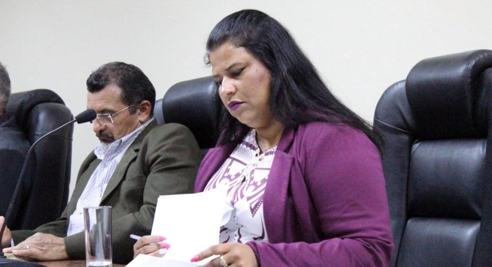 """Vereadora propõe criação de """"Abril Laranja"""" em combate à crueldade contra os animais"""
