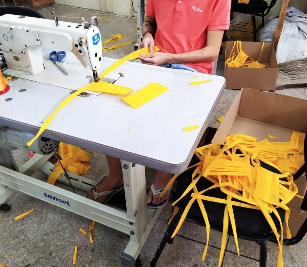 No Agreste, presidiários estão produzindo itens de proteção individual para o combate ao coronavírus