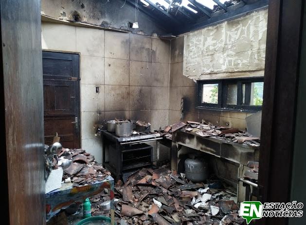 Refeitório da UPA de Brejo da Madre de Deus fica destruído após incêndio