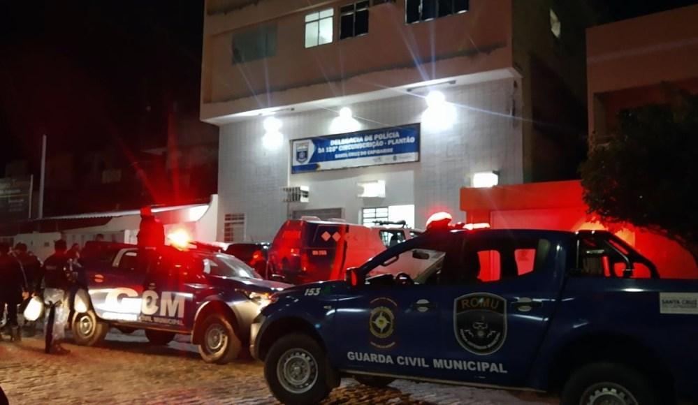 """Dois homens são detidos após """"furarem"""" barreira sanitária em Santa Cruz do Capibaribe"""