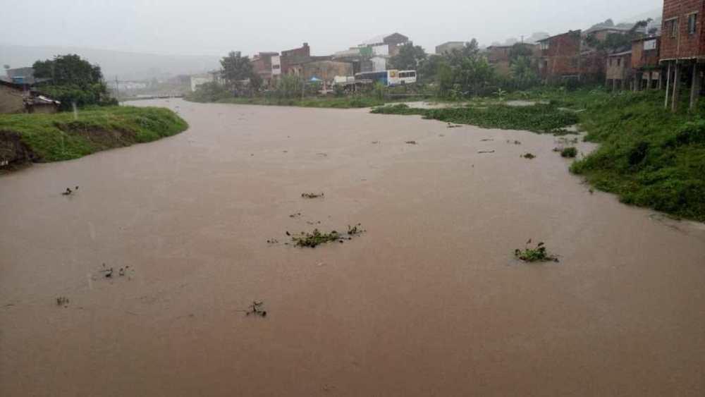 Chuvas causam alagamentos em vários municípios de Pernambuco