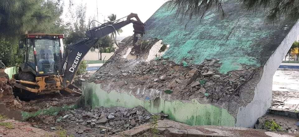Monumento da Praça dos Estudantes em Santa Cruz do Capibaribe é demolido após apresentar novos problemas estruturais