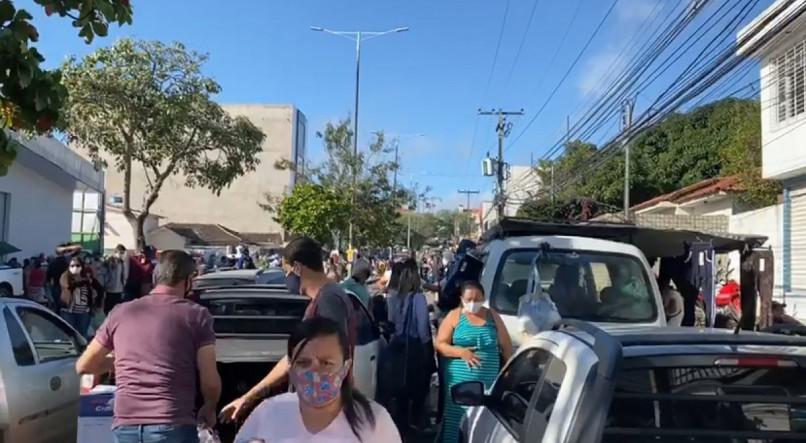 Em dia de reabertura de setores da economia, Caruaru tem aglomeração na Feira da Sulanca, proibida de funcionar