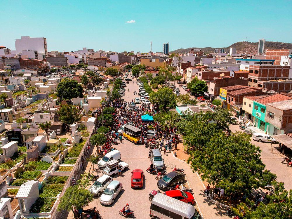 Adeus a Fernando Aragão transparece uma cidade enlutada