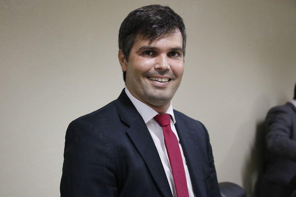 Vice-prefeito eleito Helinho Aragão testa positivo para Covid-19