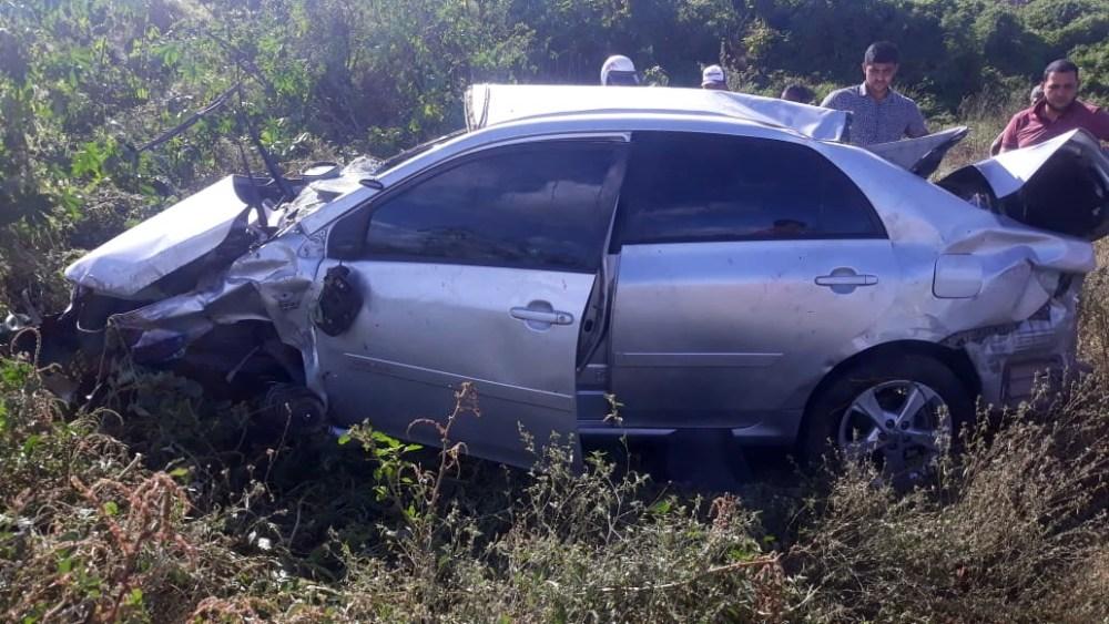 Condutor capota na rodovia PE-160, em Santa Cruz