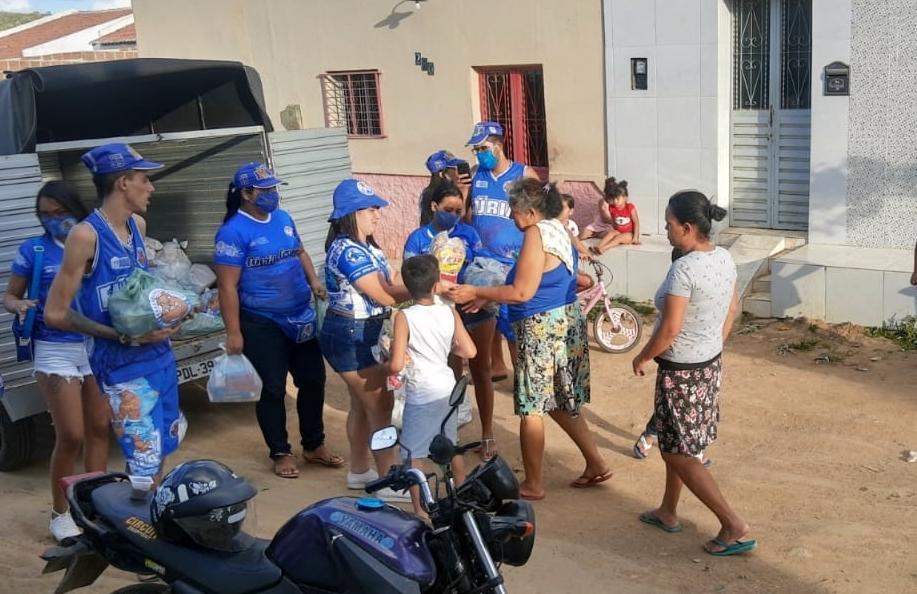 Fúria Jovem e Fúria Feminina do Ypiranga realizam doação de cestas básicas em vários bairros de Santa Cruz