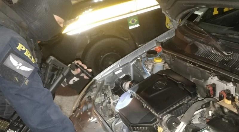 Veículo roubado é recuperado no Agreste com 400 maços de cigarro