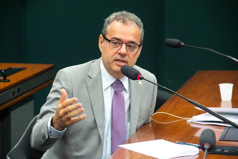 Danilo Cabral apresenta projeto para tornar PNAES lei