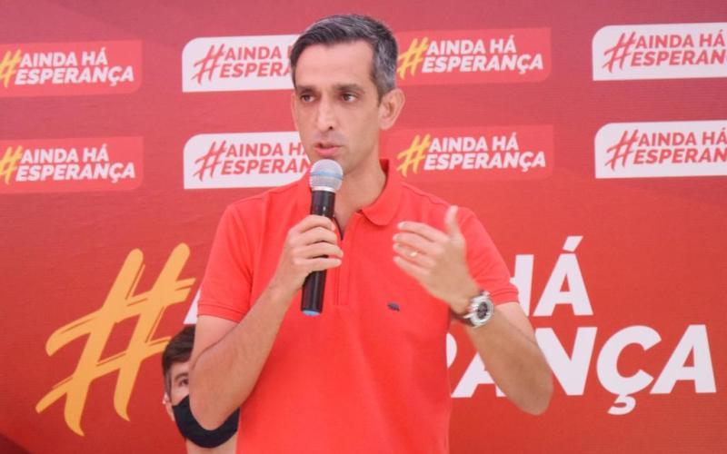 Fábio Aragão apresenta pré-candidato a vice em ato com apoiadores