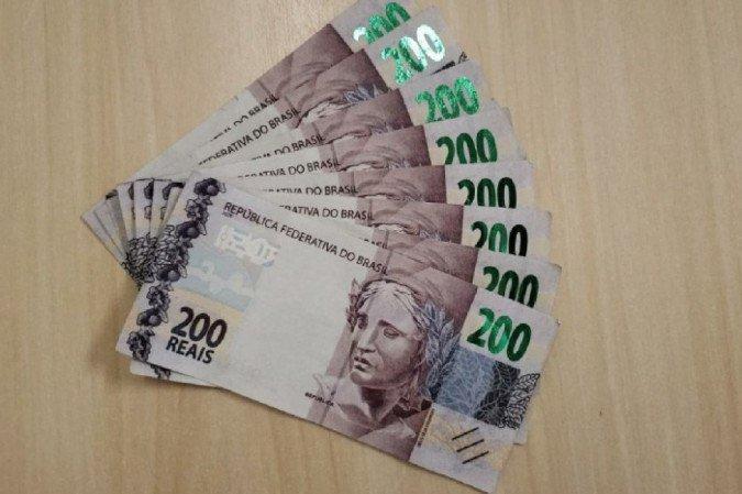 Comerciante vende refletores e recebe oito notas falsas de R$ 200 em Camaragibe