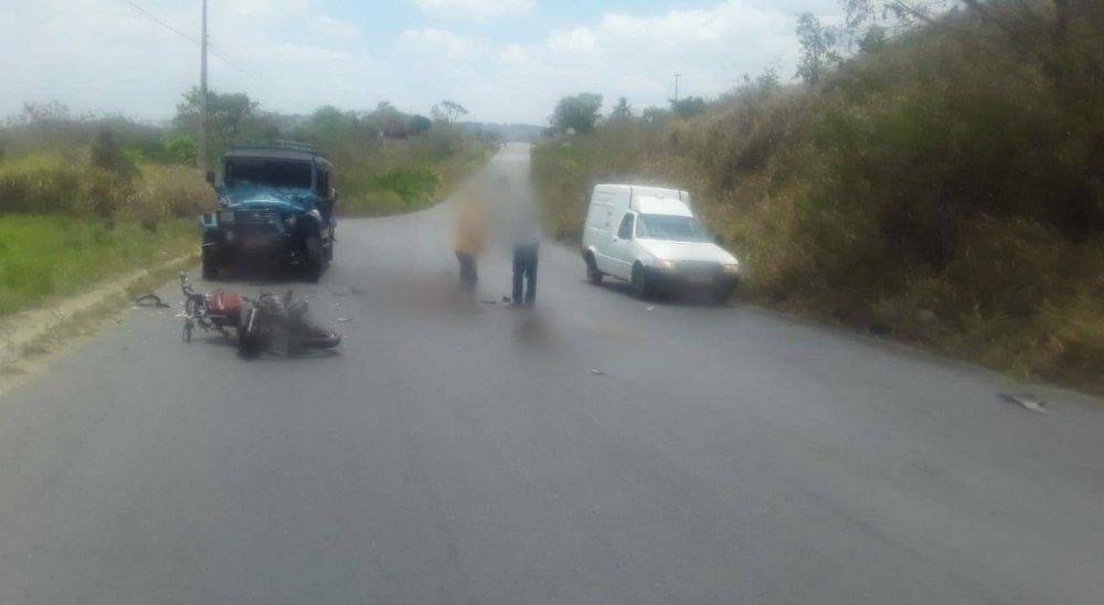 Mulher morre e outra fica ferida após colisão entre moto e toyota no Agreste