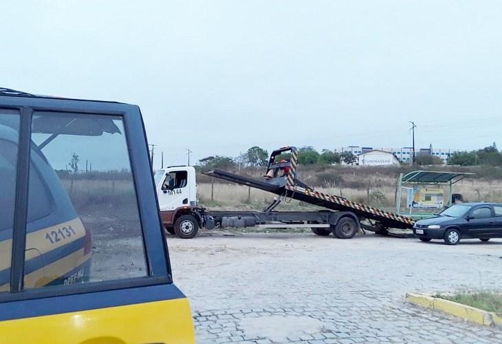 Blitz da Polícia Rodoviária Federal recolhe 33 veículos na BR-104 em Caruaru