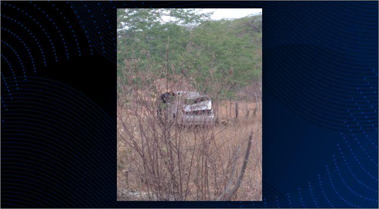 Carro com quatro passageiros perde o controle e capota na PE-160 em Santa Cruz do Capibaribe;