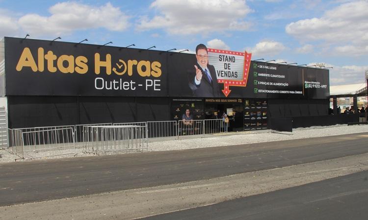 Stand de vendas do Altas Horas Outlet-PE é inaugurado em canteiro de obras, em Santa Cruz do Capibaribe