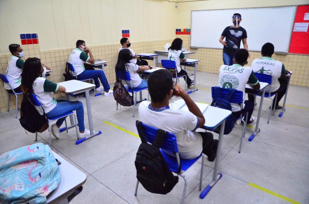 Cerca de oito escolas estaduais já registraram casos de Covid-19 em Pernambuco, segundo sindicato