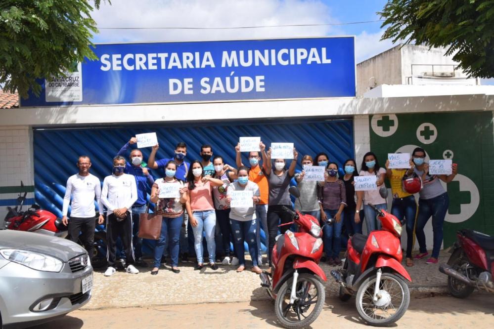 Servidores denunciam descontos nos salários após pagamentos atrasados em Santa Cruz do Capibaribe
