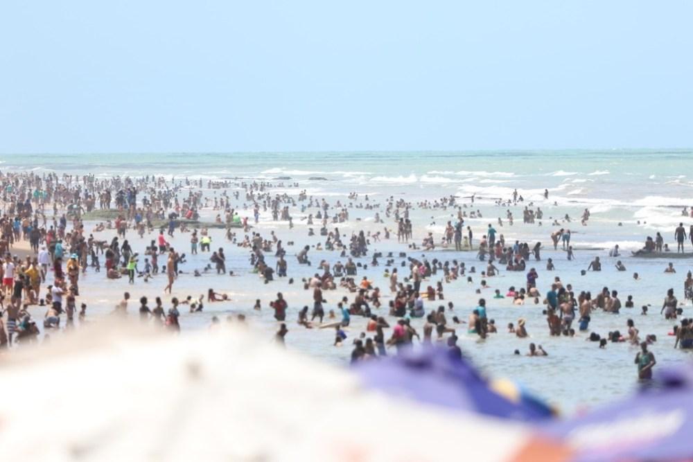 Especialistas da UFRJ pedem fechamento de praias, suspensão de eventos e outras medidas parar frear avanço da pandemia