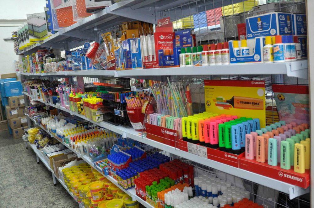 Procon orienta sobre produtos permitidos e proibidos em listas de material escolar