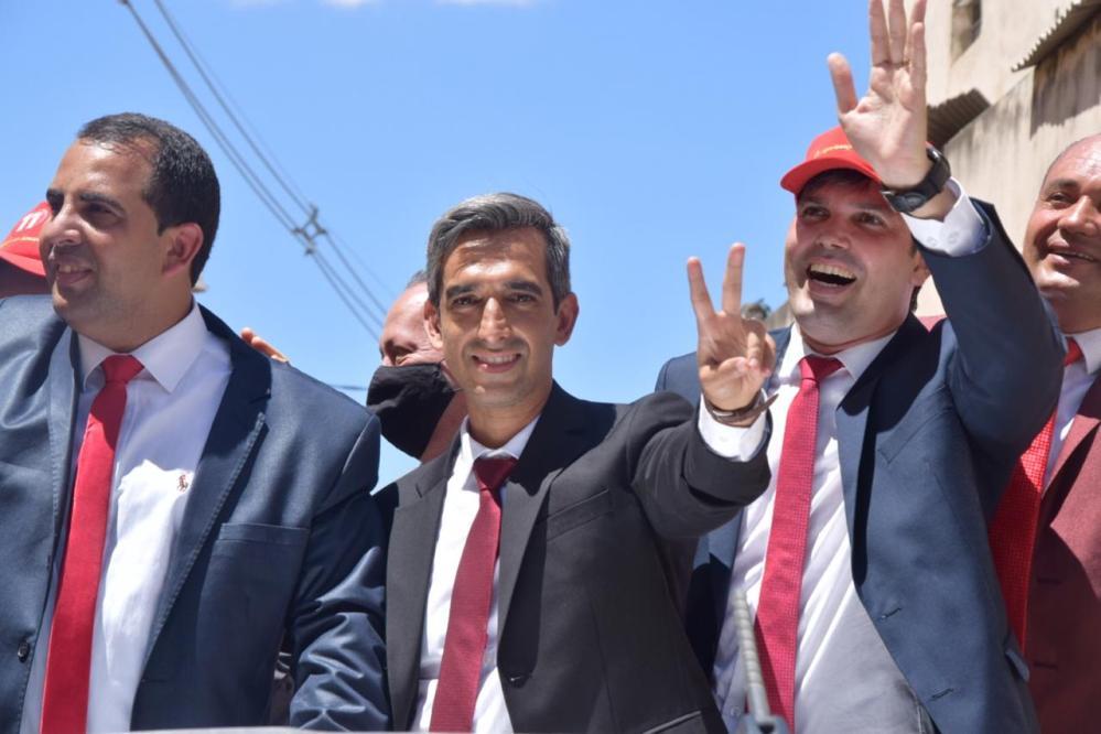 Fábio Aragão e Helinho são empossados como prefeito e vice em Santa Cruz do Capibaribe