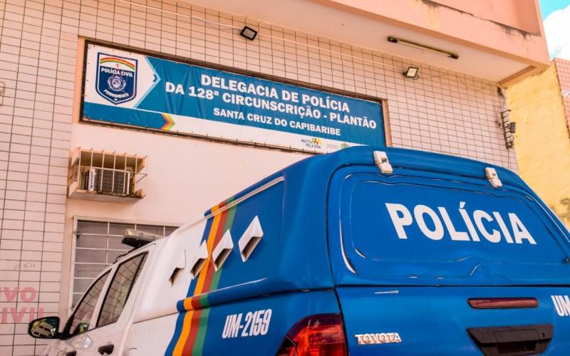 Homem agride mulher com cabo de celular no distrito São Domingos