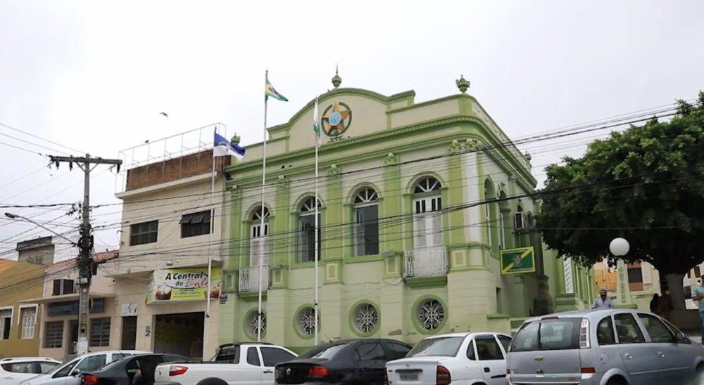 Prefeitura de Bezerros revoga decreto que classificava atividades religiosas como essenciais