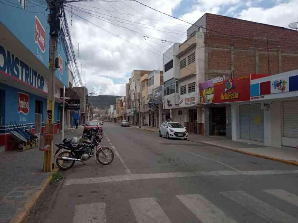 Centro volta a ter ruas parcialmente vazias com novo fechamento do comércio