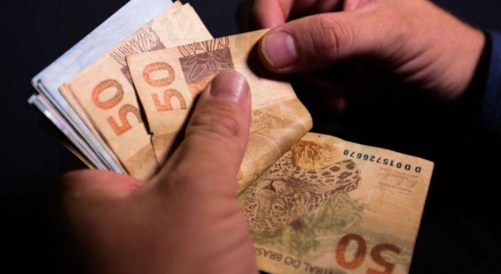 Governo pretende aumentar salário mínimo para R$ 1.147 em 2022