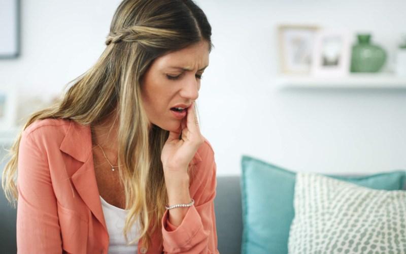 Famoso pelo desconforto que causa, dente siso ainda pode provocar febre, dores de cabeça e até sangramentos, aponta especialista