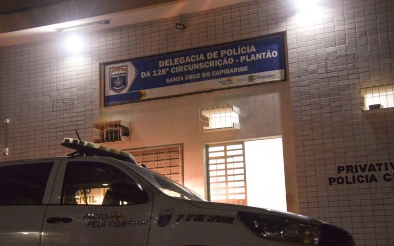 Após agredir mulher que estava com criança nos braços, homem é preso em Santa Cruz