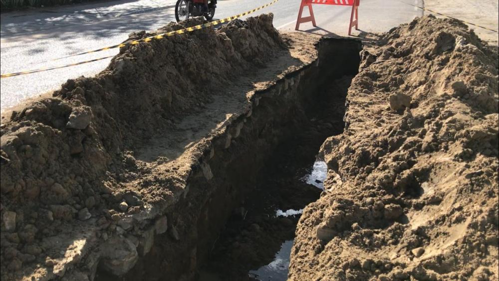 Buracos geram transtornos na Avenida 29 de Dezembro, Centro de Santa Cruz do Capibaribe