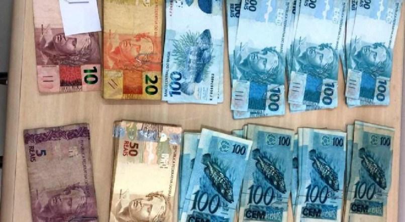 Dois homens são presos em Caruaru com quase R$ 10 mil em notas falsas compradas no Facebook